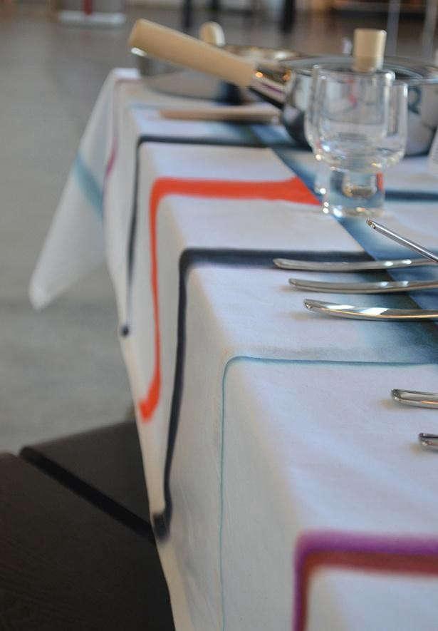Fold-unfold-tablecloth-3