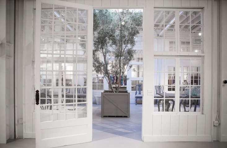 Frank-&-Eileen-Los-Angeles-showroom-designed-by-Melody-Weir-Torkil-Stadval-photo-Remodelista-2