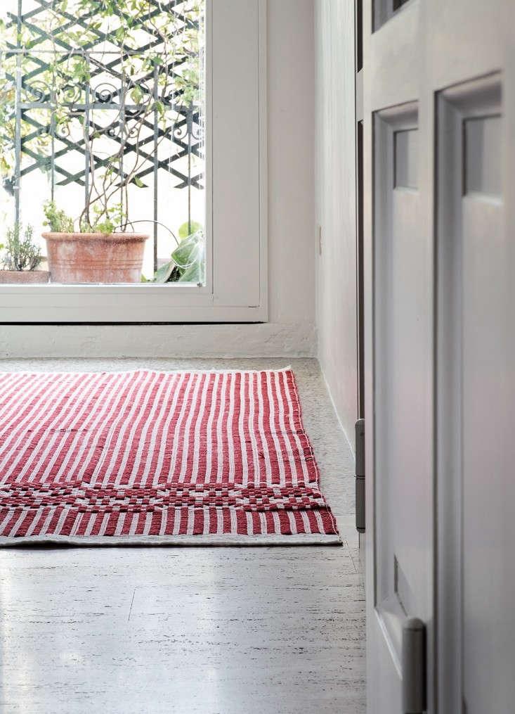 Gruppo-di-Installazione-Italian-red-rug-Garde-LA-Remodelista