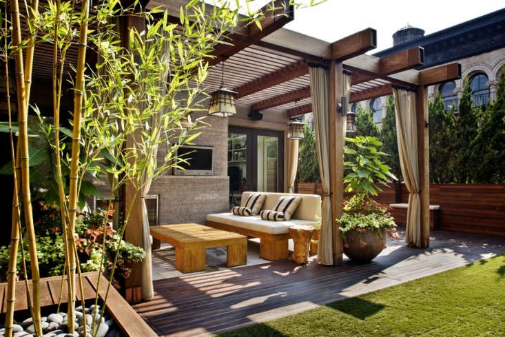 Gunn Landscape Architecture 6 Outdoor Room with Curtains and Lawn, Gardenista