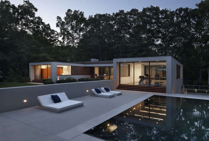Gunn Landscape Architecture 8 Modern Pool and Pool House with Chaise Lounges, Gardenista