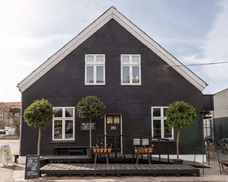 Henrik-Vibskov-Coffee-Shop-Chistianhavn-Copenhagen-06
