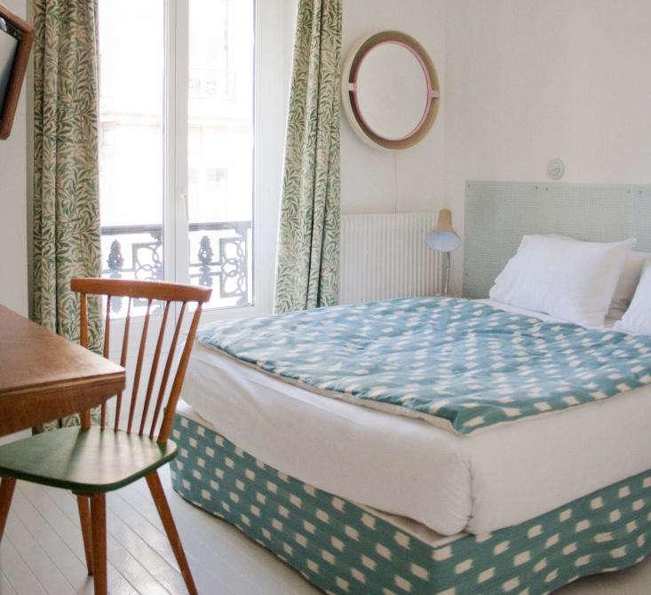 hipster paradise h tel du temps in montmartre remodelista. Black Bedroom Furniture Sets. Home Design Ideas