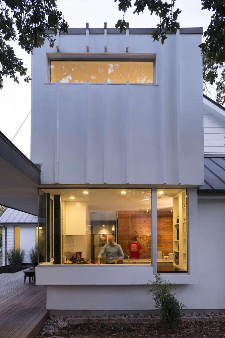 Hugh-Randolph-Palma-Plaza-Renovation-Austin-Texas-Whit-Preston-Remodelista-08