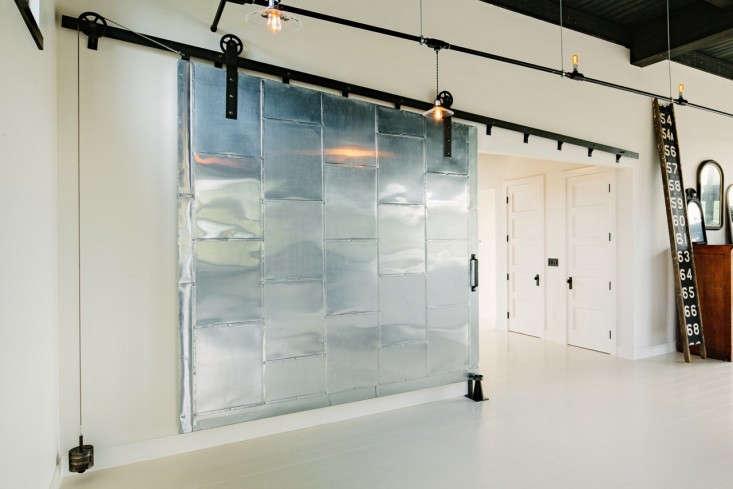 Loft living an energy efficient oasis in portland oregon - Porte coulissante style industriel ...