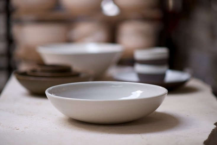 IrvingPlaceStudio_ServingBowlArrangedBG_Porcelain