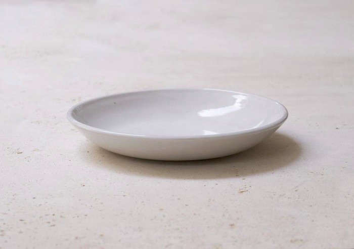 IrvingPlaceStudio_ShallowBasicBowlPlainBG_Porcelain-Remodelista