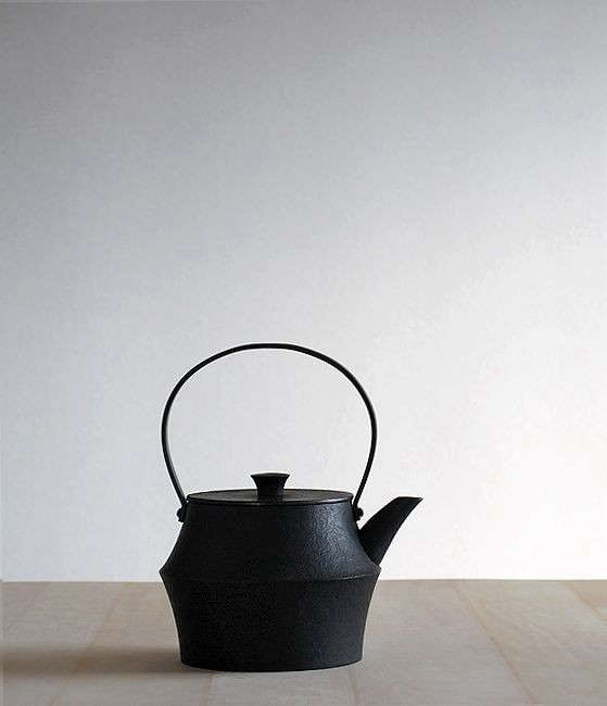 Japanese-cast-iron-kettle-Analogue-Life-Remodelista