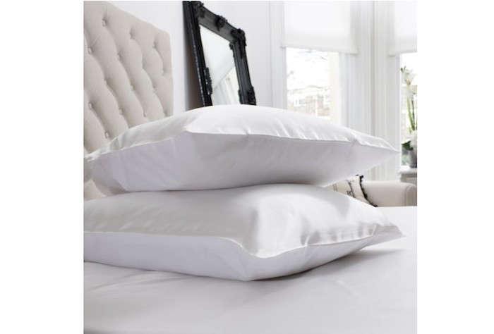 Jasmine-Silk-Charmeuse-Pillowcase-Remodelista