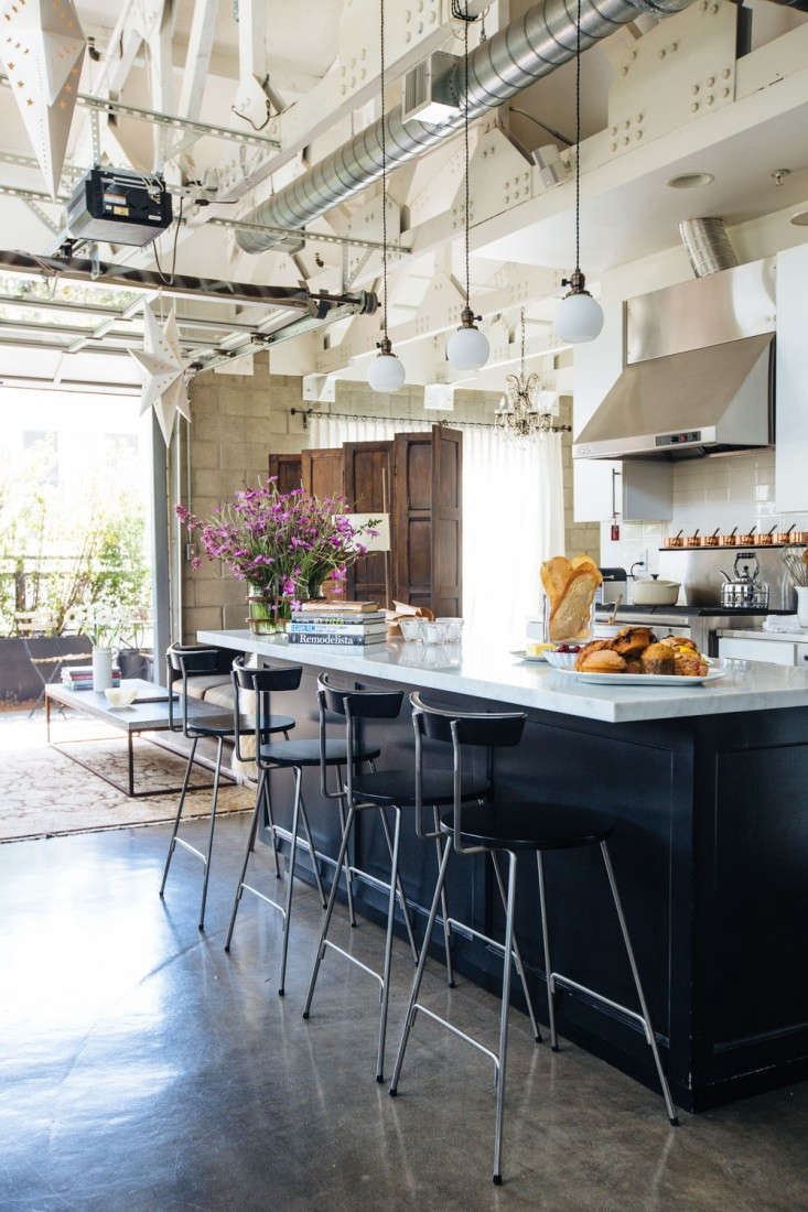 House call joan at home in la remodelista for Kitchen designer los angeles