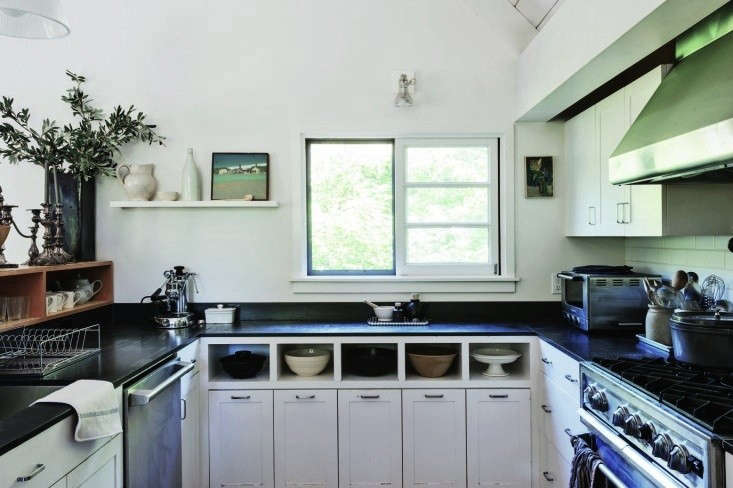 Julie-Carlson-U-shaped-kitchen-Remodelista-2
