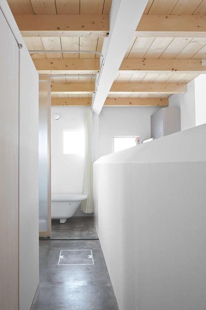 Jun-Igarashi-Architects-Case-Polished-Concrete-Bathroom-Floor-Remodelista