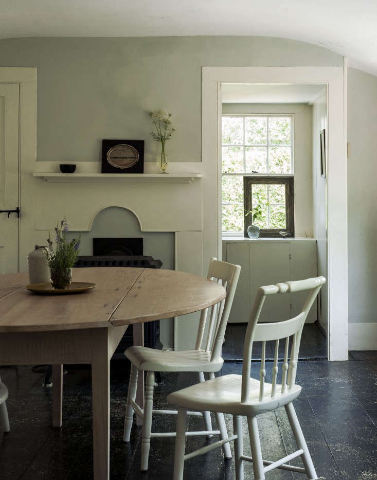 The soulful side of old cape cod justine 39 s family cottage for Living room 101 atlantic ave boston