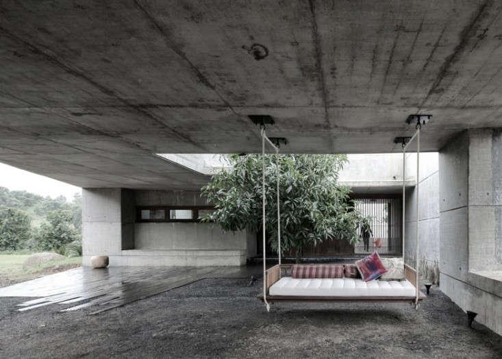 Khopoli-House-by-Spasm-Design-Architects-Gardenista-7
