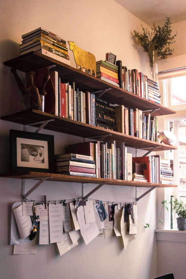 Kitchen-cookbooks-with-hanging-menus-Remodelista