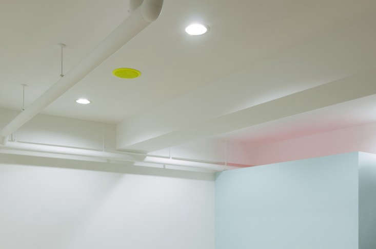 Kolmio-Lim-Nail-Salon-Osaka-Japan-Remodelista-04