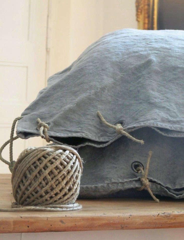 La-Source-D-Angele-Linen-Pillowcase-Remodelista-DIY-01