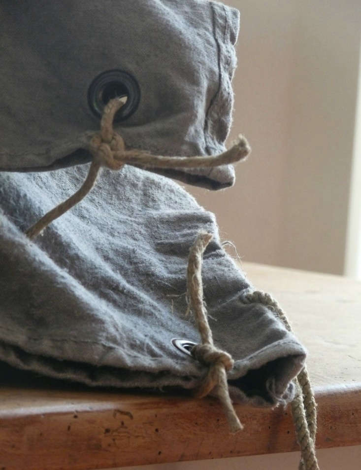 La-Source-D-Angele-Linen-Pillowcase-Remodelista-DIY-03