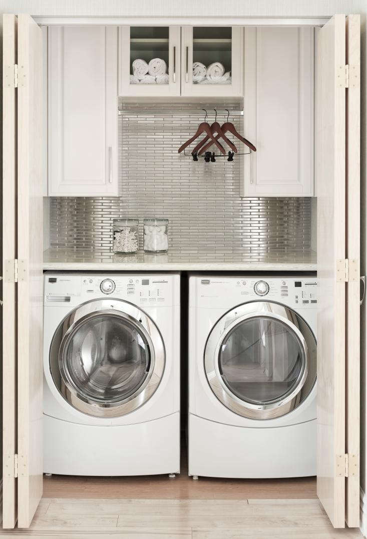 Laundry-Room-Closet-Silver-Backsplash-Tile