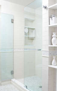 Lauren Rubin, White bathroom in Upper West Side Apartment, New York | Remodelista