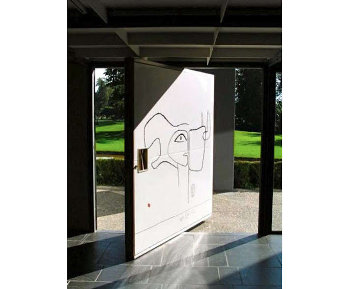 Le-Corbusier-Pivot-Door