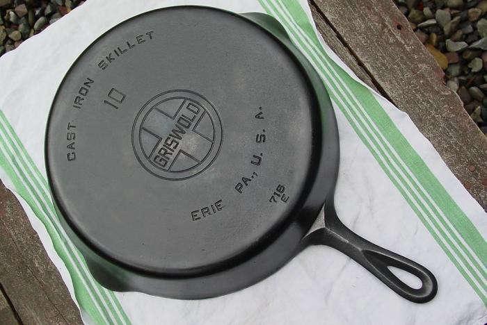 Lodge-cast-iron-skillet-2-Remodelista