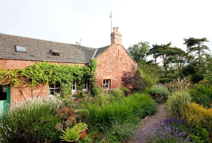 Lucy-Dunce-British-Isles-Ceramicist-House-Edinburgh-Remodelista-14