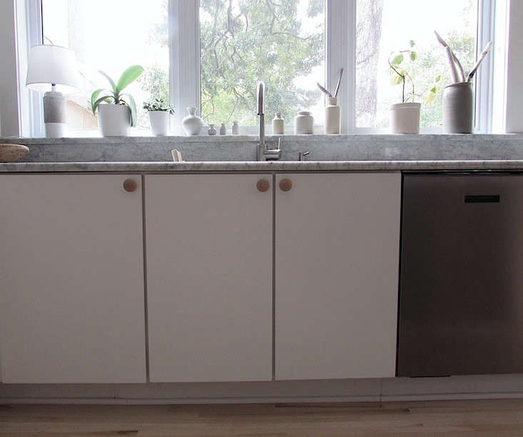 Mini-Muuto-Dot-for-Izabella-Kitchen-02-Remodelista