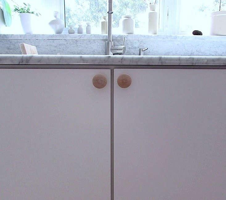 Mini-Muuto-Dot-for-Izabella-Kitchen-05-Remodelista
