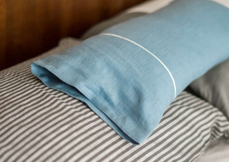Modern-Plum-linen-pillows-via-Remodelista