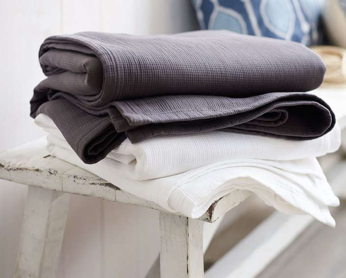 10 Easy Pieces: Lightweight Cotton Blankets