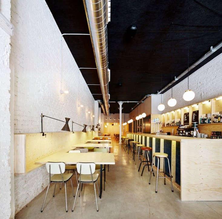 OvalRestaurant10
