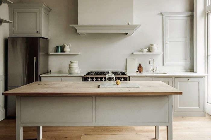 13 favorite minimalist british kitchens remodelista. Black Bedroom Furniture Sets. Home Design Ideas