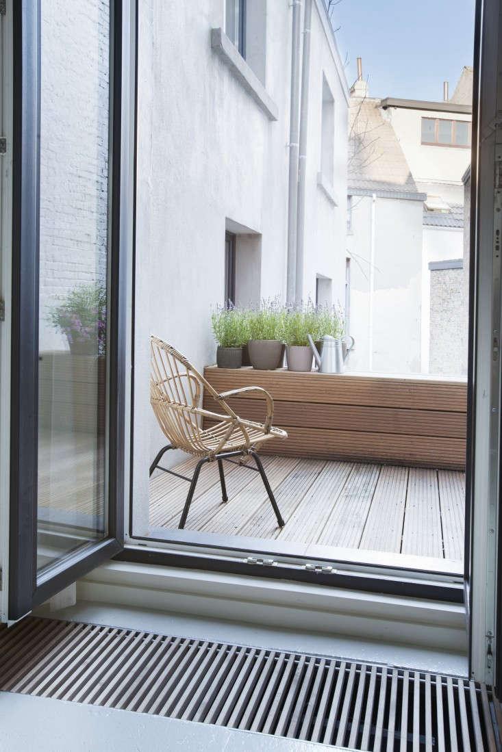 Provincie-apartment-Antwerp-Komaan!-Architects-Lisa-Van-Damme-photographer-Remodelista-10