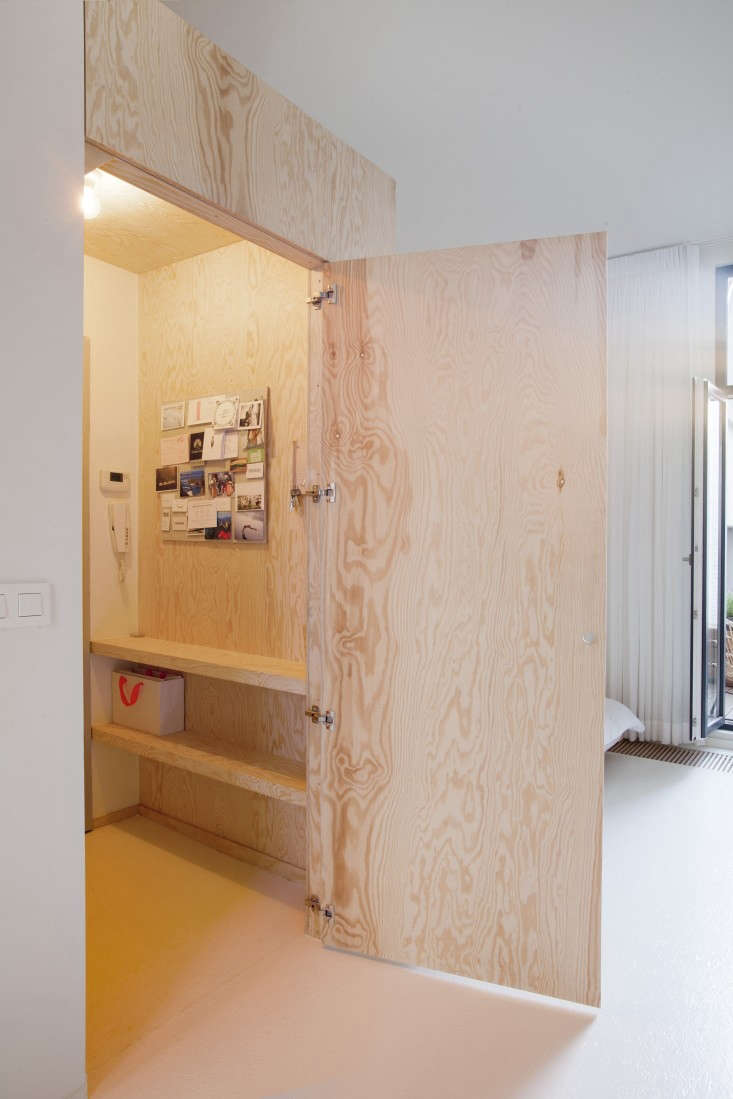 Provincie-apartment-Antwerp-Komaan!-Architects-Lisa-Van-Damme-photographer-Remodelista-9