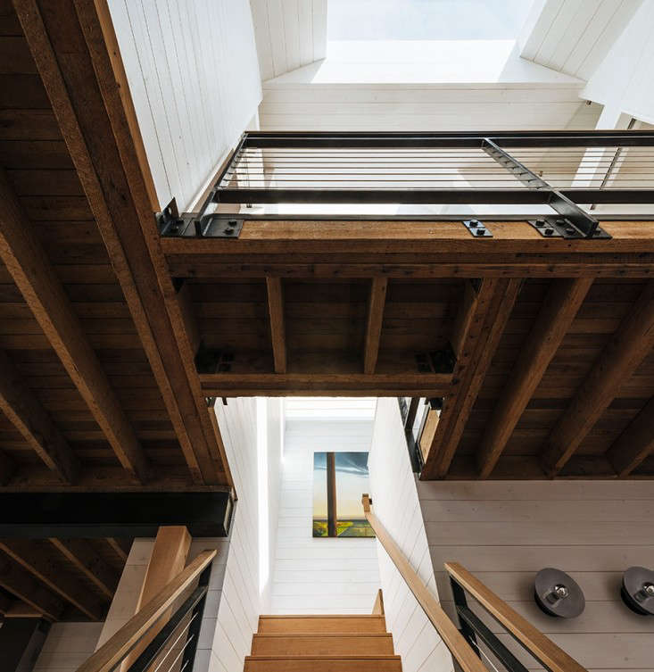 A new central skylight on the top floor floods the center of the house with light and expands the sense of space. The stairs are made of ipé wood.