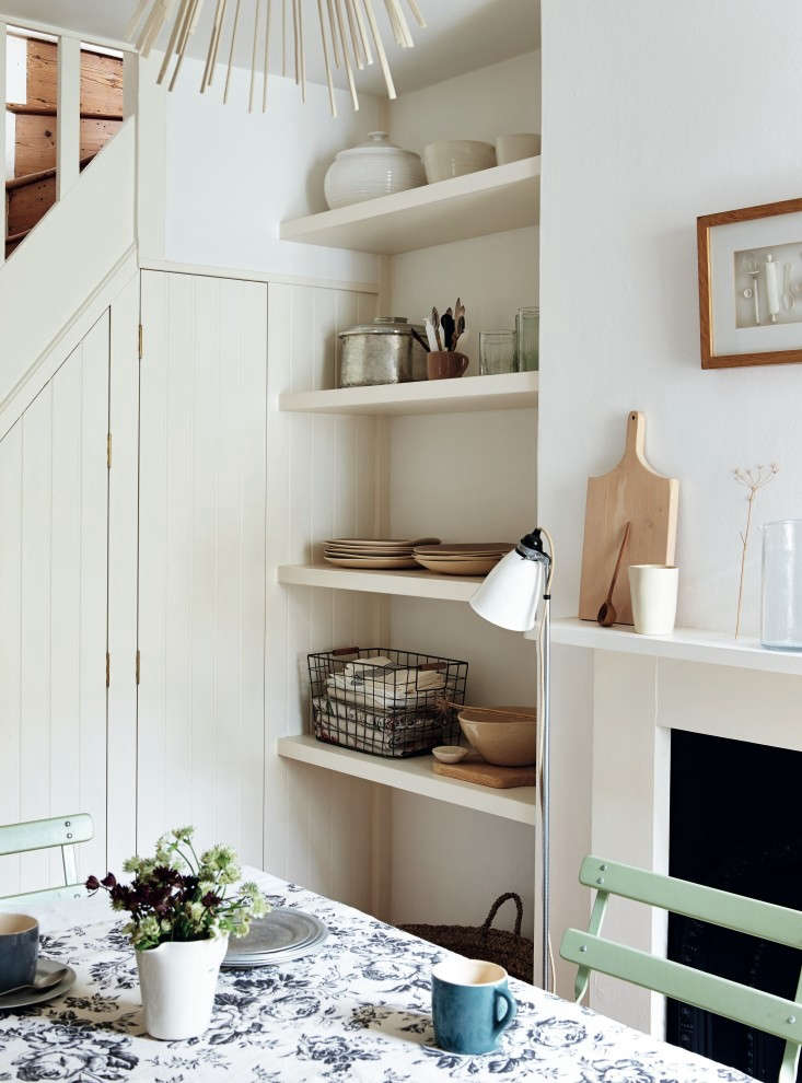 Required-Reading-Beautifully-Small-Sara-Emslie-Rachel-Whiting-Remodelista-02