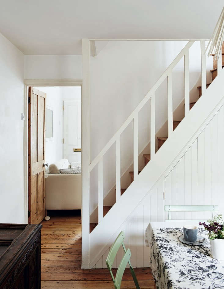 Required-Reading-Beautifully-Small-Sara-Emslie-Rachel-Whiting-Remodelista-04