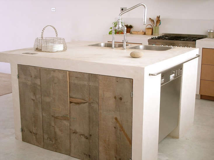 Minimal and rustic French farmhouse decor in this amazing Paris kitchen on Hello Lovely