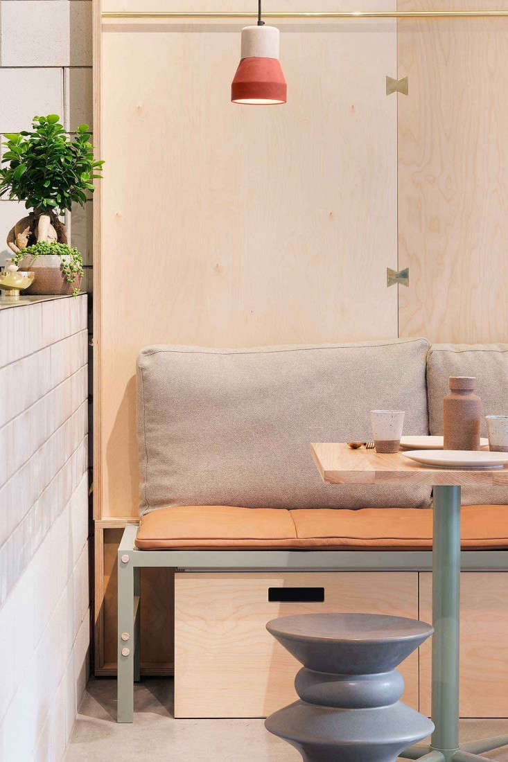 Ruyi-Melbourne-by-Hecker-Guthrie-Photo-Sharon-McGrath-Remodelista-01