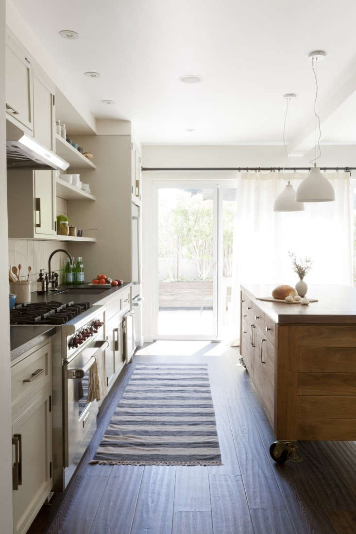 SIMO-design-Venice Beach-DM:DM-kitchen-island-Remodelista-01