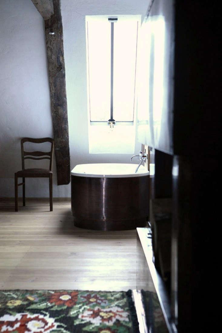 Salvinia-Lodge-Modern-Bath-Remodelista-02