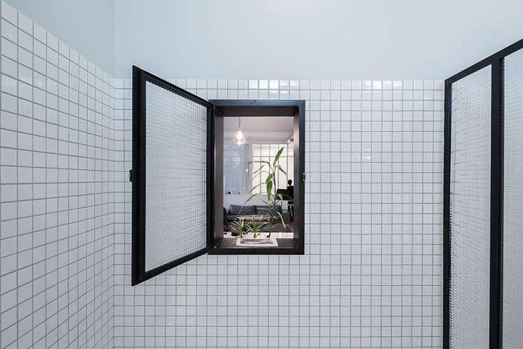 Septembre-Kabinett-Paris-Loft-Photos-Maris-Mezulis-Remodelista-10