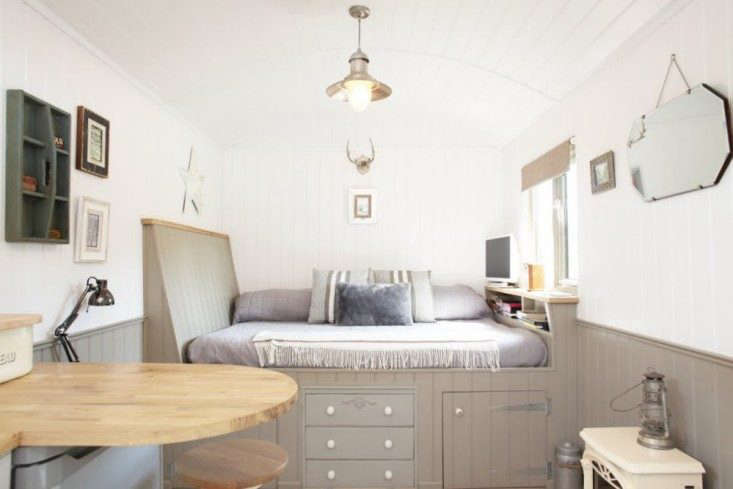 Shepherd's-Hut-Retreat-Somerset-Remodelista-05
