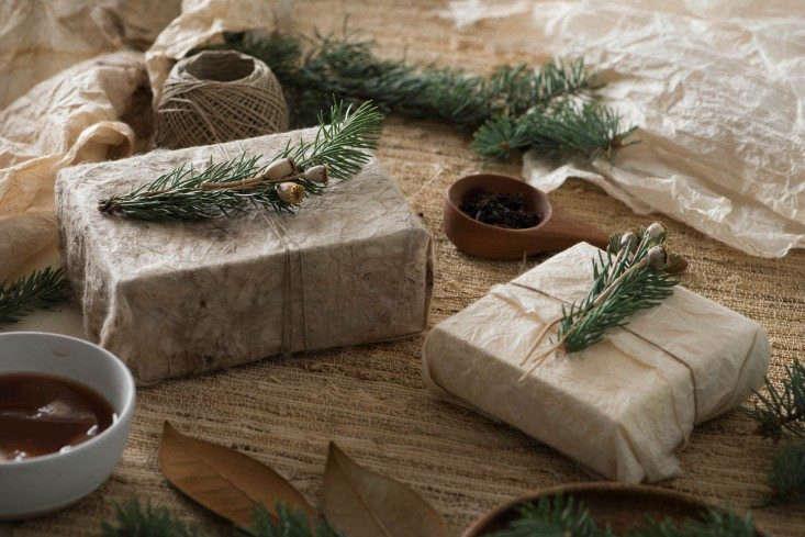Simone-LeBlanc-Gift-Wrapping-DIY-Remodelista