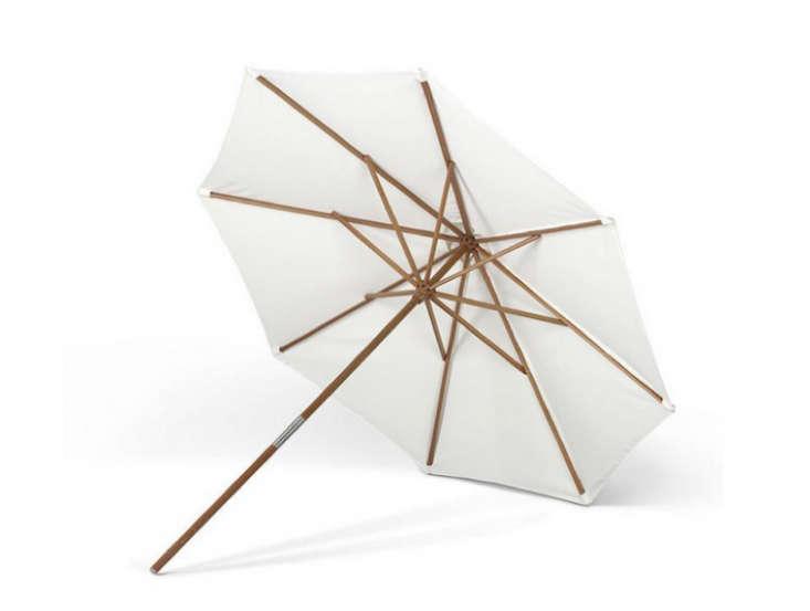 Skagerak-Catania-Umbrella-Parasol-Foot-Remodelista