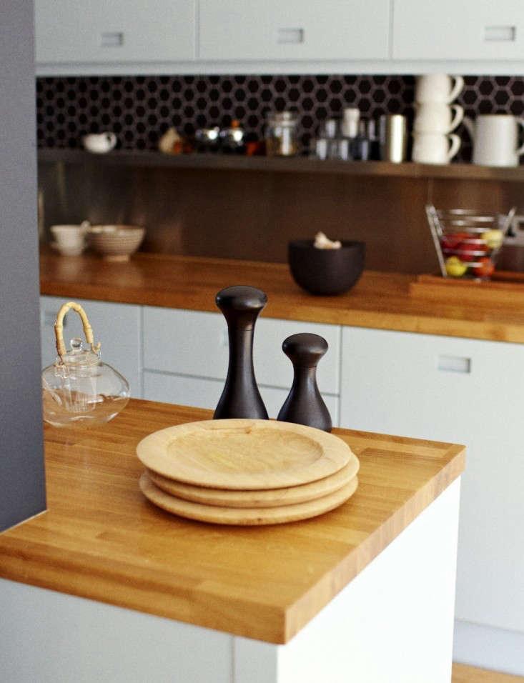 Solid-oak-kitchen-countertop-Kristin-Perers-Remodelista