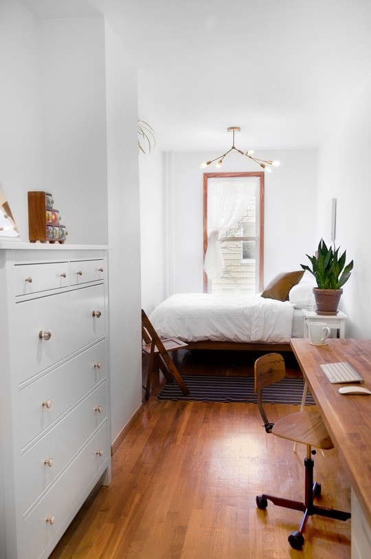 Steal-This-Look-White-Bedroom-Wood-Accents-Remodelista