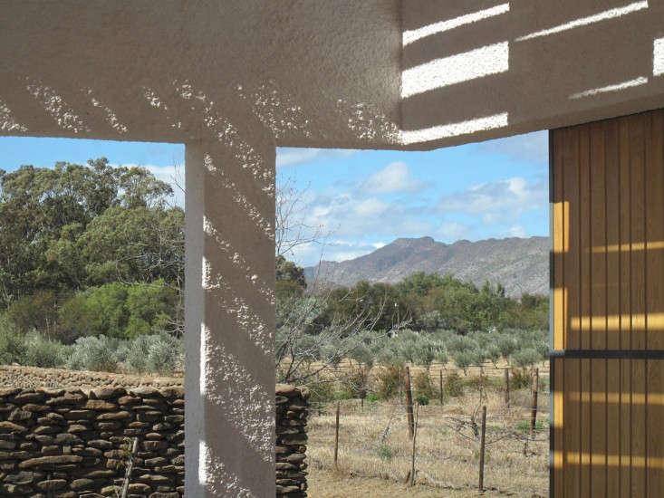 Swartberg-House-by-Openstudio-Architects-Great-Karoo-South-Africa-Remodelista-17