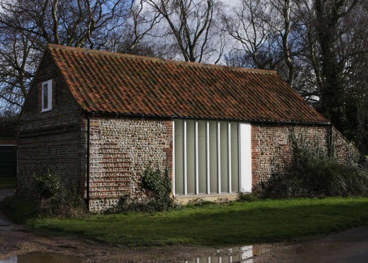 Thursford-Barn-Lynch-Architects-via-The-Modern-House-via-Dezeen-Remodelista-2
